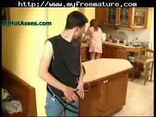 Spying nonnina in il cucina matura matura porno nonnina vecchio cumshots sborrata