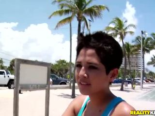 Sexy latina kuřátko abby vybrat nahoru a sexy dyde
