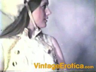 Vintage lesbo wydajność około dziewczyny wewnątrz band