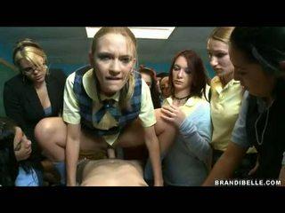 Brandi belle ja tytöt entice unbending wang helvetin ja imevien häntä pois