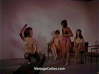 Agradável females are a dançar para você