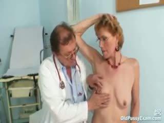 Elegantas vecs dāma mila needs gyno clinic examination