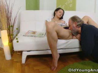 Anal sexo craving adolescente begs más viejo hombre a tomar su espalda passage