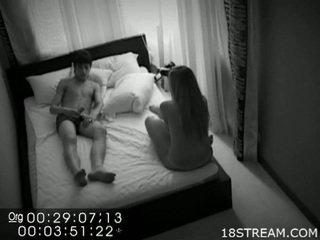 Sexy koppel betrapt neuken op verborgen camera.