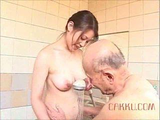 Maki tomoda velho homem e milf 2