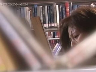 Tempting asiatic cutie pizda teased sub fusta în the bibliotecă