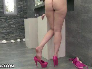 그녀의 발을 먹고, 발 페티쉬, 섹시한 다리