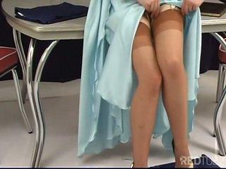 Justine joli strips 裸 在 经典 时尚