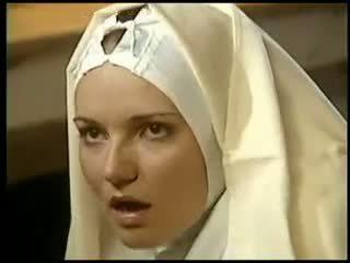 Lezbické mníška fists ju sister kostým