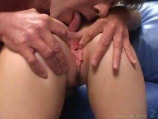 Elizabeth lawrence gets ji těsný málo prdel fucked zatímco being fingered