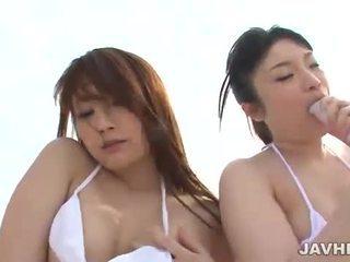 Japans lesbiennes op de strand
