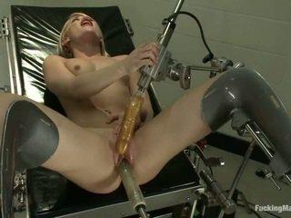 Ash hollywood gets robotic rotaļlieta uz the clinic