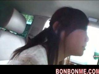 Mosaic; e lezetshme jap vajzë gojore marrjenëgojë në makinë