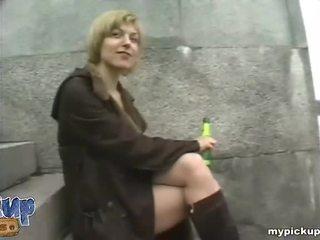 Rood lingerie unthoughtfully fucks met een stranger in de roof ruimte video-
