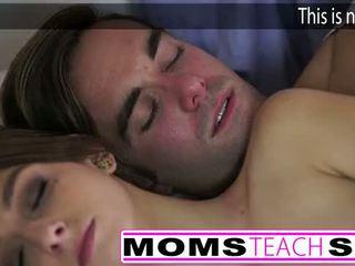 Chaud mère et étape fils baise jeune copine