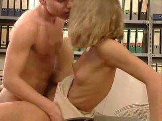 Német nagyon forró iroda szex. gyönyörű hottie