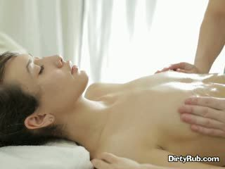 Ada loves getting ei pasarica uns cu ulei în sus și massaged