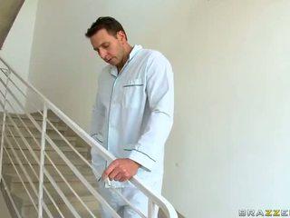 Gorące mamuśka dr aletta ocean gets fucked i jizzed w praca wideo