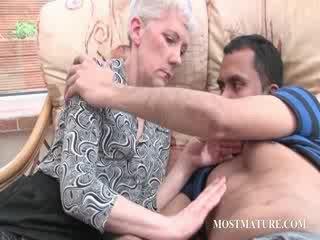 Blondie pieauguša gets viņai melones teased