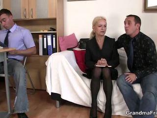 Pair chaps osuus läkkäämpi blondi sisään the toimisto
