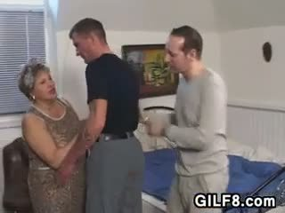 Товста бабуся в панчохи wants a хуй