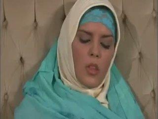 Arab muslim साथ अच्छा टिट्स gets गड़बड़ doggy शैली