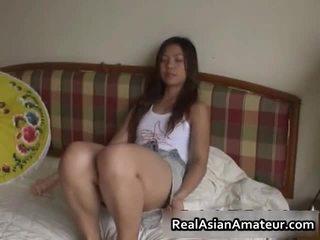 Arrapato asiatico sesso giocattolo scopata scena