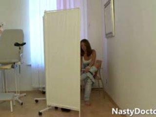 Pusaudze spreads par the vecs gynecologist