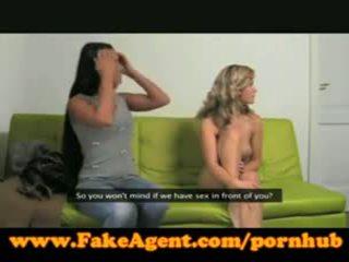 Fakeagent two meitenes padarīt mani sperma quiick