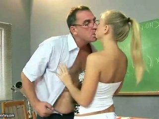 Σέξι έφηβος/η κορίτσι γαμήσι γύρω ώριμος/η pedagogue