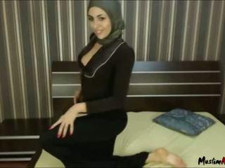Arab hijab dívka needs kohout