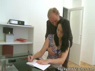 Tiffany il studentessa gives modo a suo teacher's advances