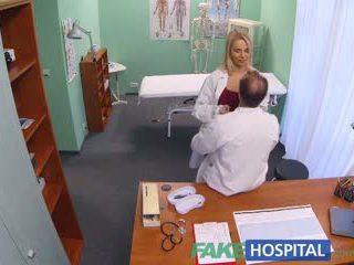 Fakehospital novo enfermeira takes double ejaculação a partir de hooters médico