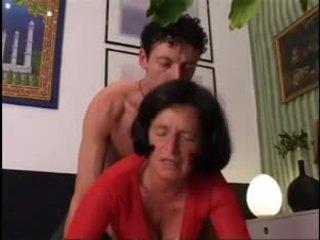 Giving senelė a geras sunkus dicking !
