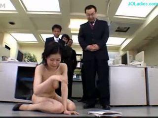 Kantoor dame getting haar poesje stimulated met vibrator finge