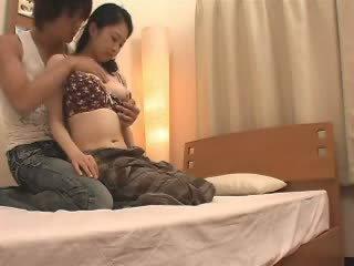 Japansk mamma likes henne stepson en mye video