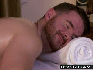 Brendan having seks në the masazh tryezë