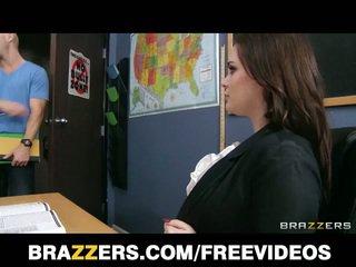 Bruneta učitel tessa lane tvrdéjádro pohlaví na stůl