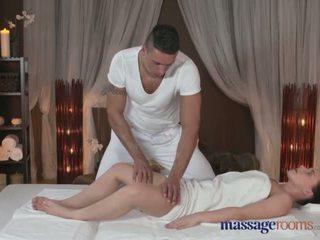 Massage rooms sexy tiener met mollig ronde bum sucks en fucks groot lul - porno video- 151