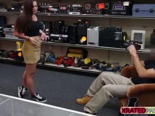 Голям бюст колеж момиче gets pounded хардкор pawn магазин офис стил
