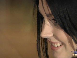 bruneta, bozkávanie, fmm