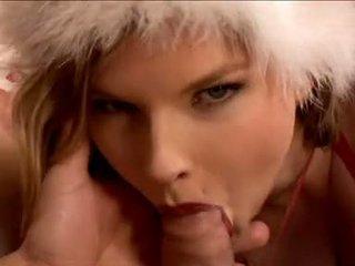 Klein brunette tarra blank gives haar boyfriend een kerstmis oraal seks
