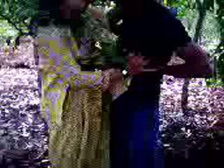 Guy succeeded ב ל זיון שלו נערה חבר ב יער