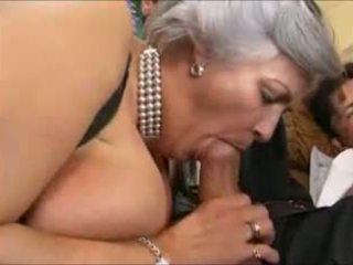 Grey-haired vecmāmiņa uz a gangbang