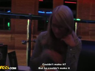Gek publiek neuken met een rondborstig blondine video-