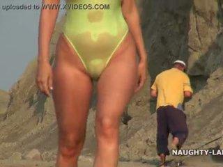 Transparent swimsuit un kails par the pludmale <span class=duration>- 2 min</span>