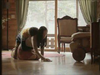 Role hrať (2012) sex scény