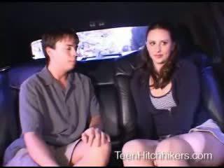 Pusaudze hitchhiker enjoying trijatā sekss