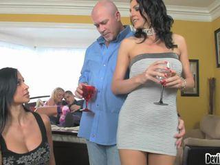 Super hawt couples deciding op wat naar doen in hun seks party!