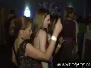 Say sừng thanh thiếu niên hoang dã trong một disco video